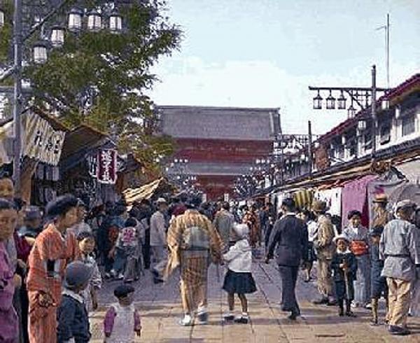 The Japanese Homefront <br />(Ken Magazine, 1938)