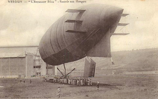 French Dirigible  <br />(Popular Mechanics, 1914)
