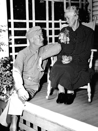 When General Eisenhower Came Home <br />(Yank Magazine, 1945)