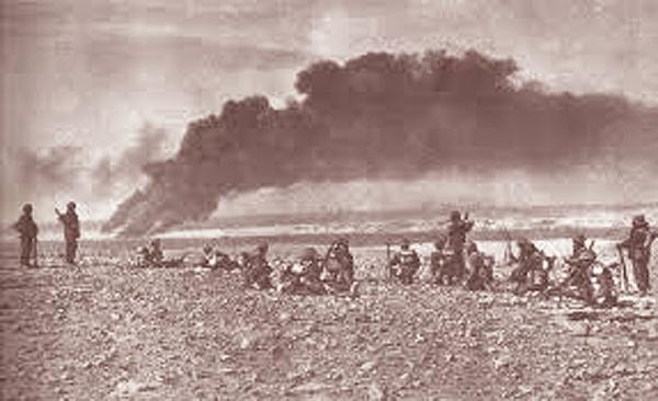 The British Move On Tobruk <br />(<i>PM</i> Tabloid, 1941)