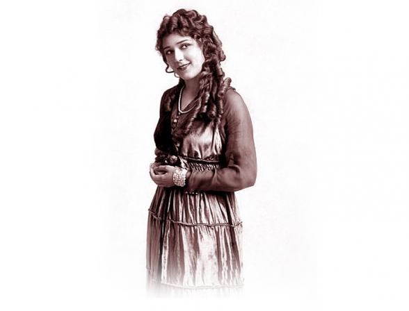 Mary Pickford  Considers Her Rolls  <br />(Vanity Fair, 1920)